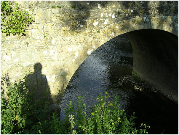 Bridge over the river From Somerset: the photographer and the arch